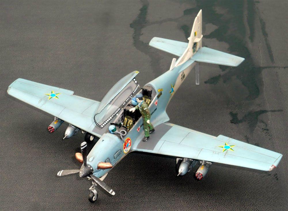Embraer T-27 Tucano - 1/48 - GIIC  - BLIMPS COMÉRCIO ELETRÔNICO