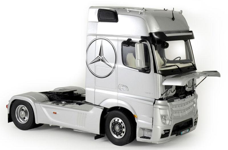 Mercedes Benz Actros MP4 Gigaspace - 1/24 - Italeri 3905  - BLIMPS COMÉRCIO ELETRÔNICO