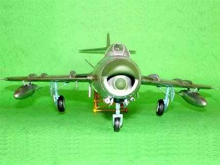 Mikoyan MiG-17PF Fresco - 1/32 - Trumpeter 02206  - BLIMPS COMÉRCIO ELETRÔNICO