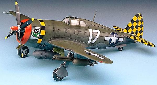 "P-47D ""Razorback"" - 1/72 - Academy 12492  - BLIMPS COMÉRCIO ELETRÔNICO"