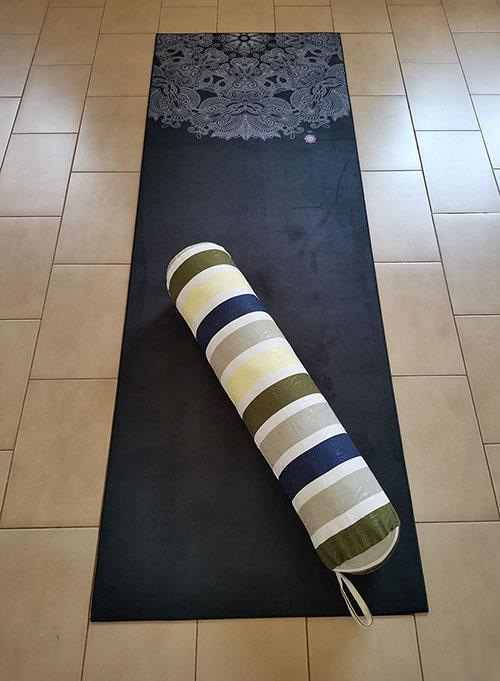 Bolster Yoga Almofada Cilíndrica Em Jacquard Santo Ócio Ø18x75cm