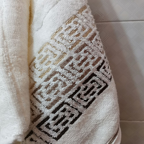 Toalha de Rosto Karsten Fio Penteado Barcelos Ivory/ Marrom