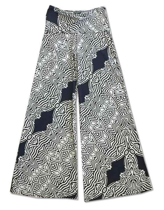 Calça pantalona em malha fria estampa preto e branco  - Vivian Bógus