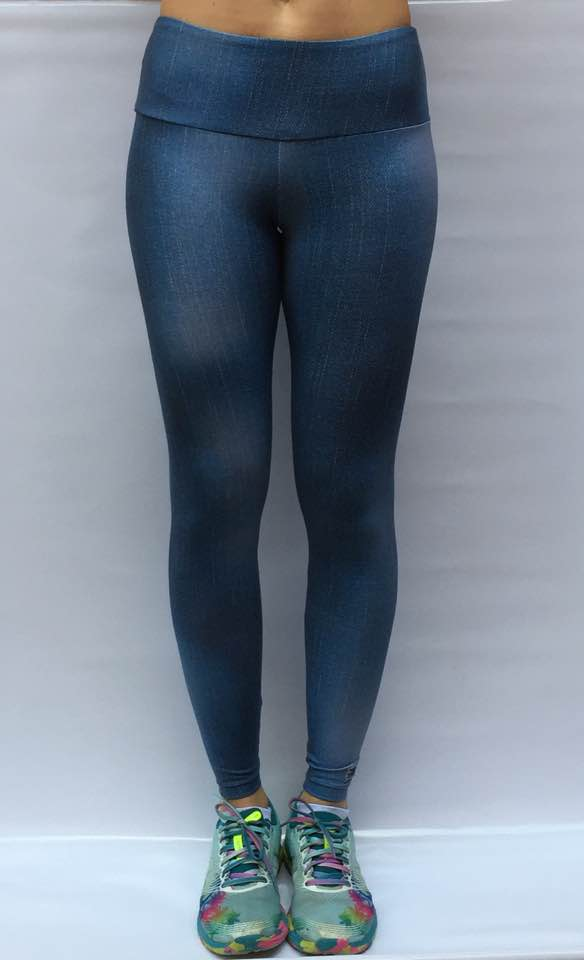 Legging em light com 2 bolsos traseiros estampa blue jeans