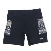 Shorts de compressão 1500 bolsos em sportiva preto com bolsos laterais estampa cashmere ( estampa pode variar nos bolsos conforme encaixe do tecido)