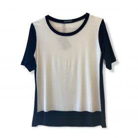 Blusa bicolor off white e preto manga curta