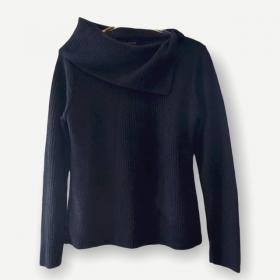 Blusa canelada gola caída preta tricot
