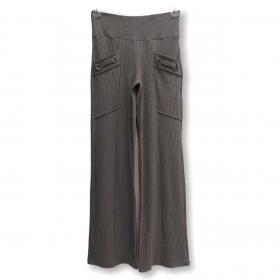 Calça canelada com ilhós nos bolsos cinza