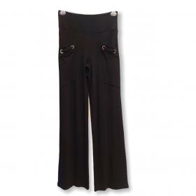 Calça canelada com ilhós nos bolsos preta