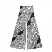 Calça pantalona em malha fria estampa preto e branco