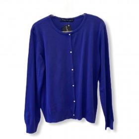 Casaquinho tricô azul com detalhe pérolas