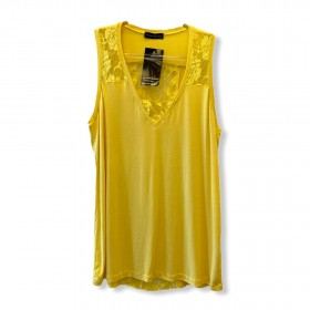 Regata amarela com renda