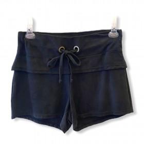Shorts confort em suede preto estonado