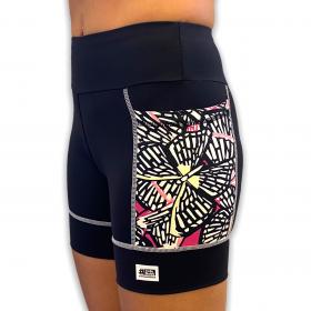 Shorts de compressão Square em bodytex preto com bolsos laterais estampa borboletas