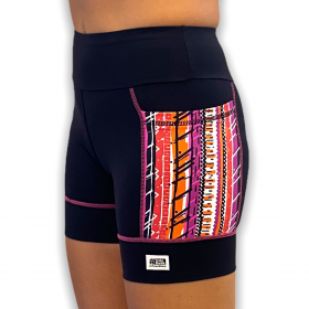 Shorts de compressão Square em bodytex preto com bolsos laterais estampa tribal