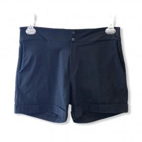 Shorts preto botõezinhos