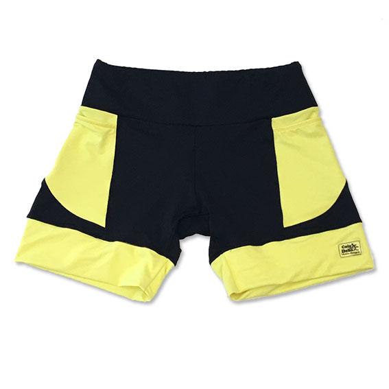 Shorts de compressão em compress preto com bolsos e barra amarelo neon
