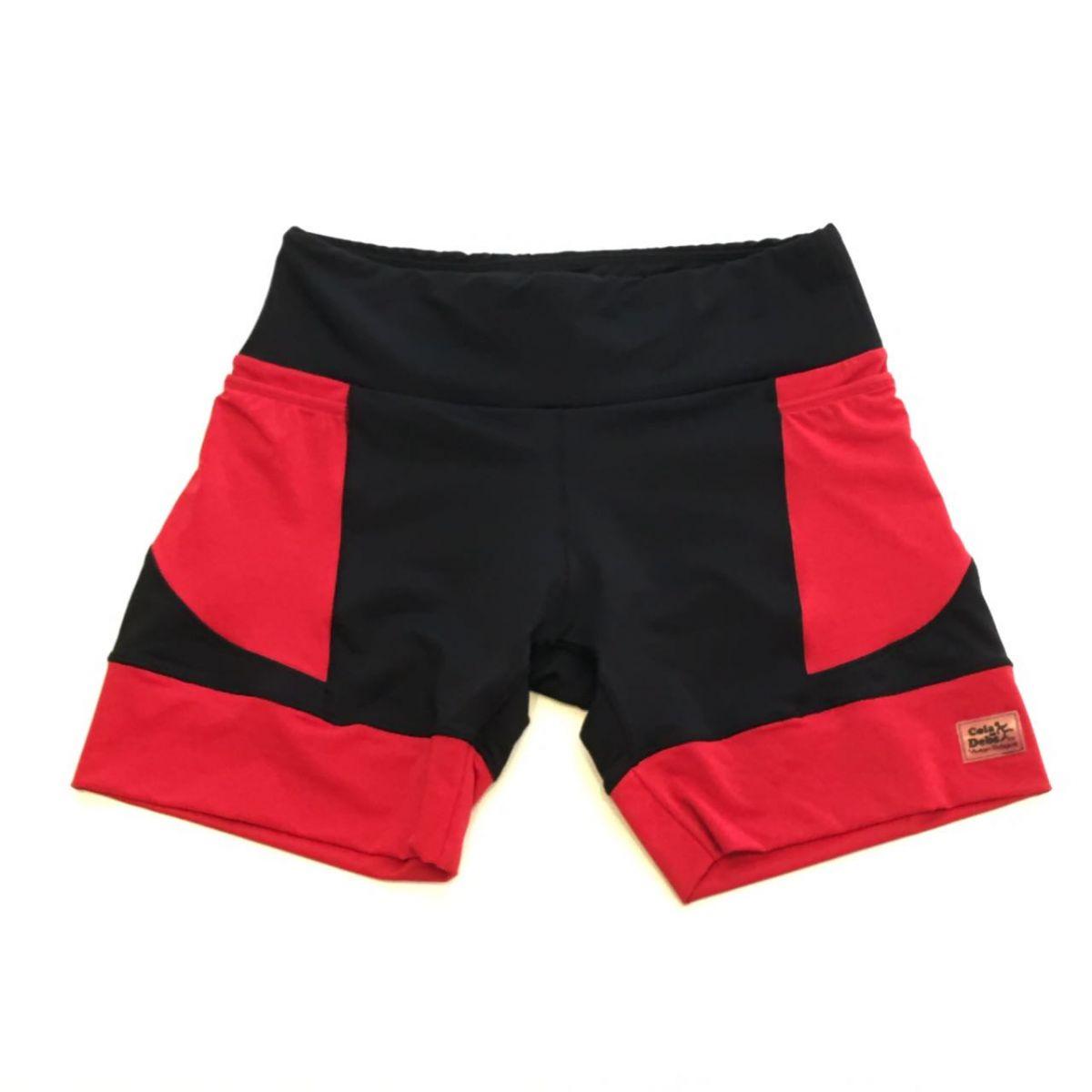 Shorts de compressão em compress preto com bolsos e barra vermelho