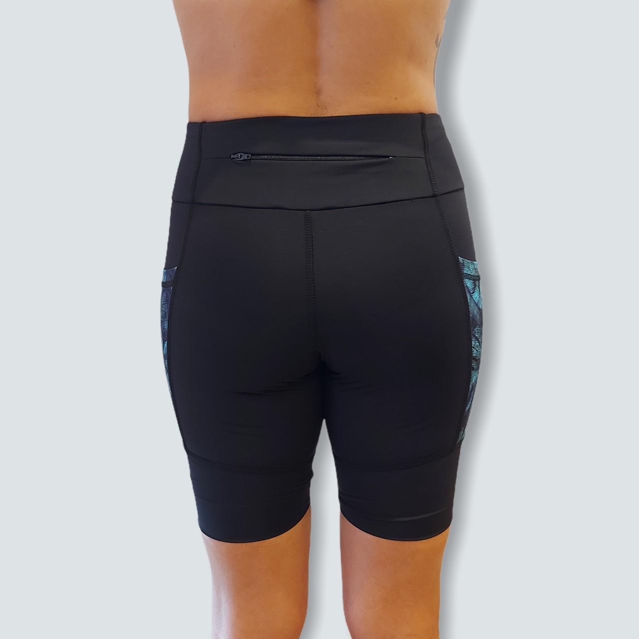 Bermuda de compressão unissex 1500 bolsos em Sportiva preto bolsos estampa folhagem  - Vivian Bógus