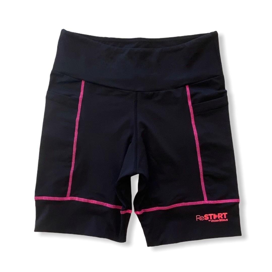 Bermuda de compressão ReStart  com bolsos laterais em bodytex preto com costuras pink (UNISSEX)  - Vivian Bógus