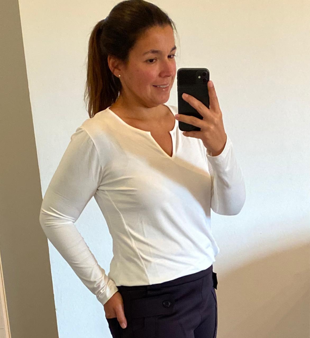 Blusa decote careca com vezinho off white  - Vivian Bógus