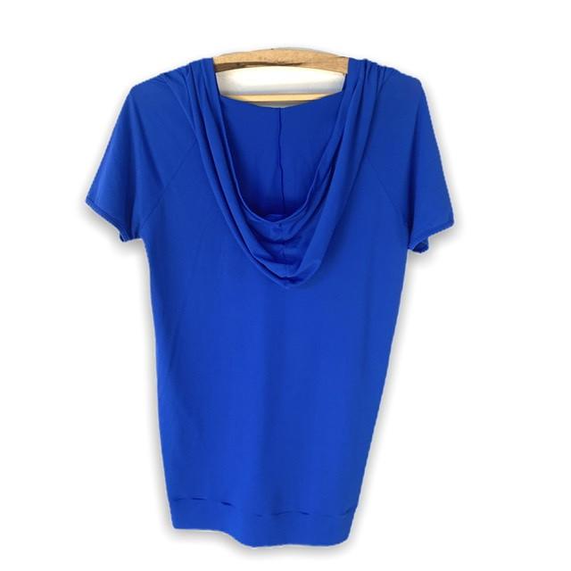 Blusa decote V com capuz  azul  - Vivian Bógus