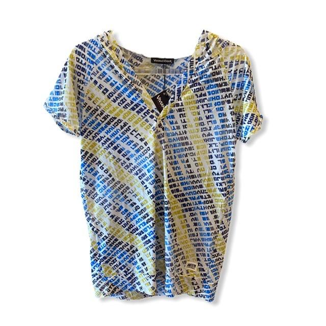Blusa decote V com capuz  estampada  - Vivian Bógus