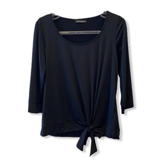 Blusa lacinho barra em malha fria preta  - Vivian Bógus