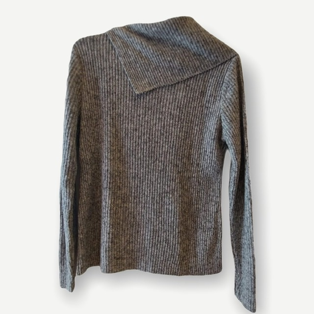 Blusa canelada gola caída cinza tricot  - Vivian Bógus