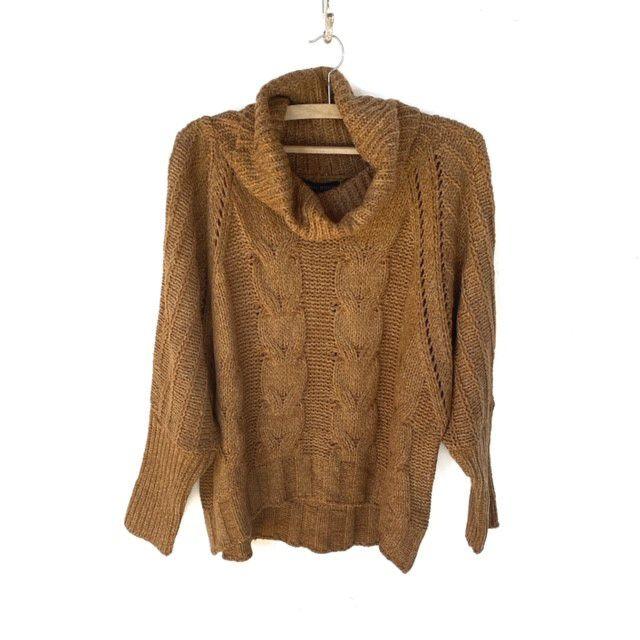 Blusa tricô gola alta cor caramelo  - Vivian Bógus