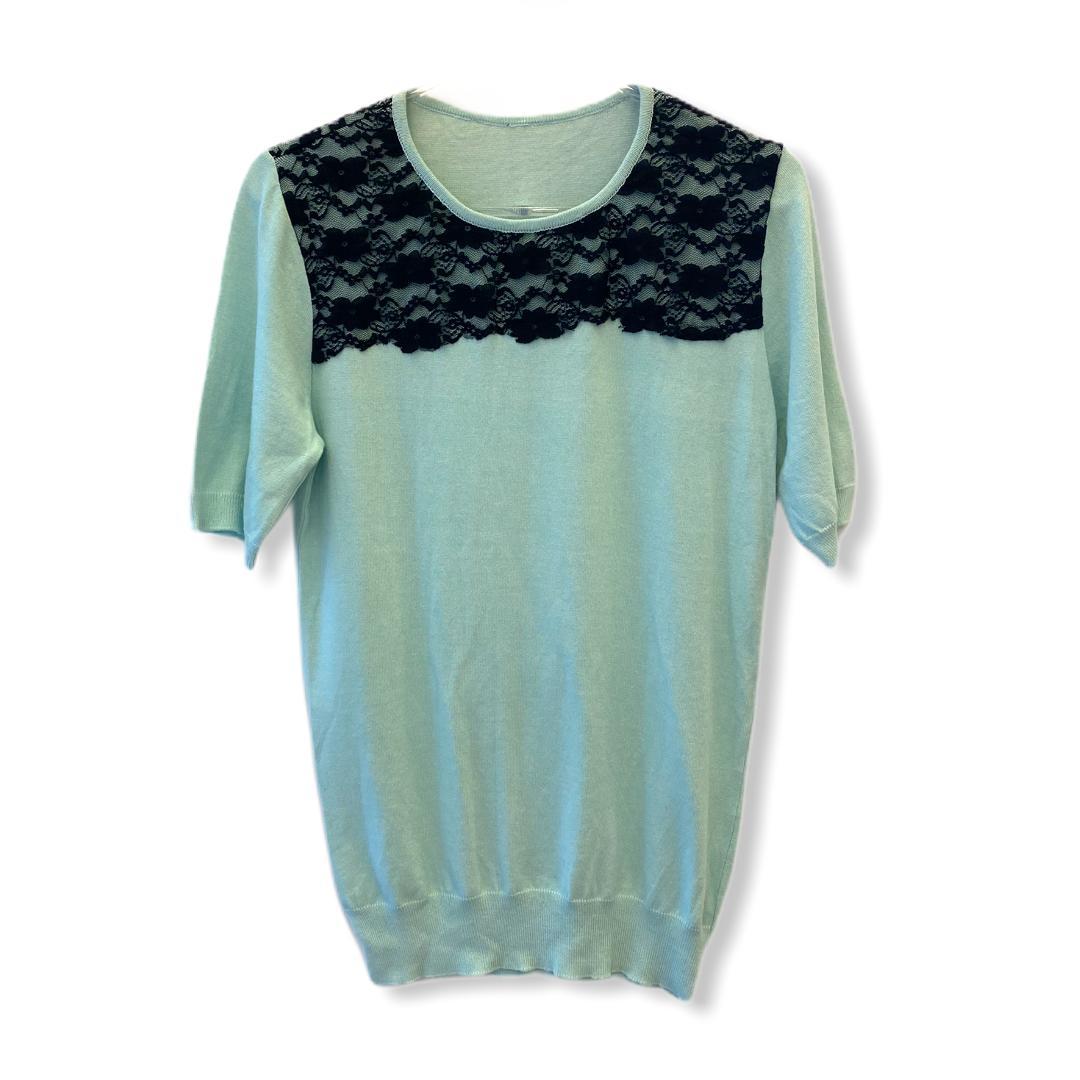 Blusa tricô manga curta menta com renda preta aplicada  - Vivian Bógus