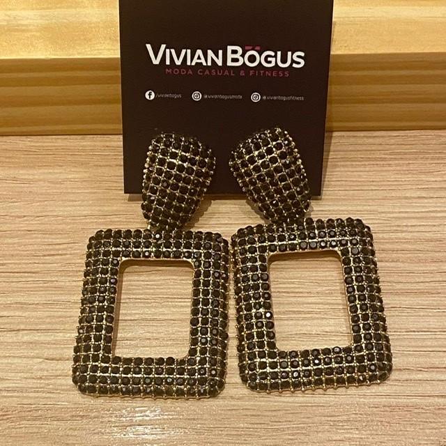 Brinco quadrado vazado strass dourado  - Vivian Bógus
