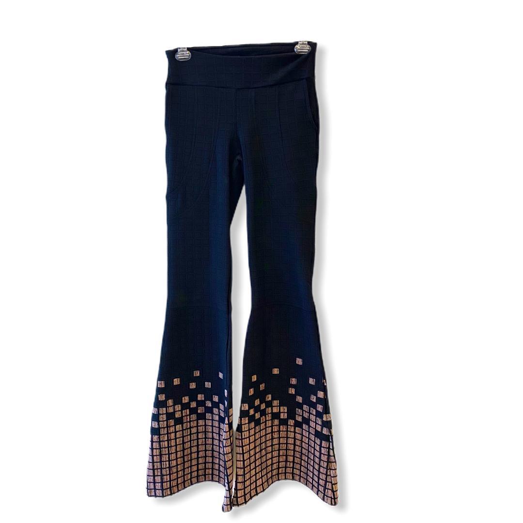 Calça flare matelassê com barra estampa quadriculada (recorte no joelho para fazer barra sem perder a estampa)  - Vivian Bógus