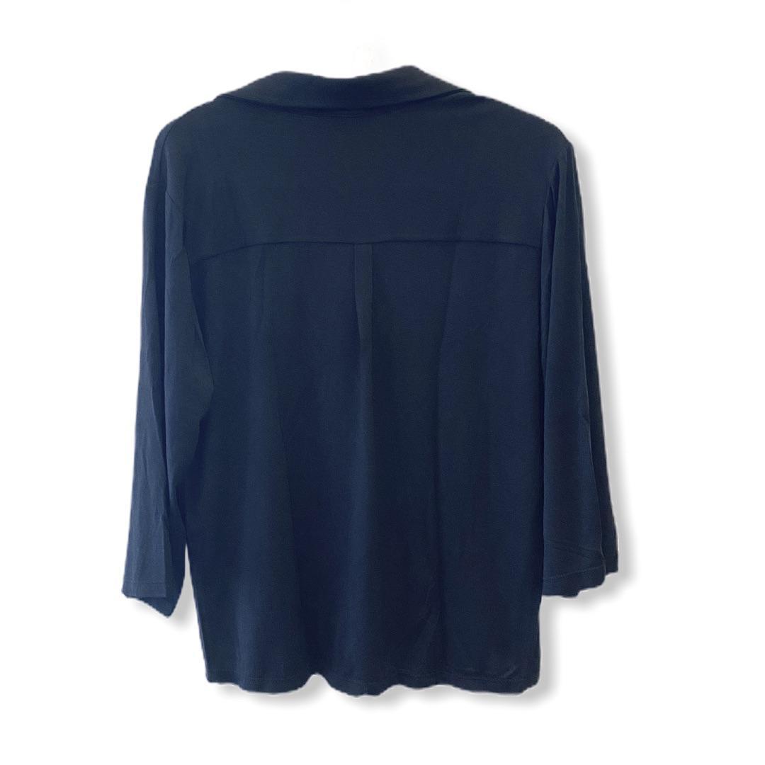 Camisa preta com ilhós   - Vivian Bógus