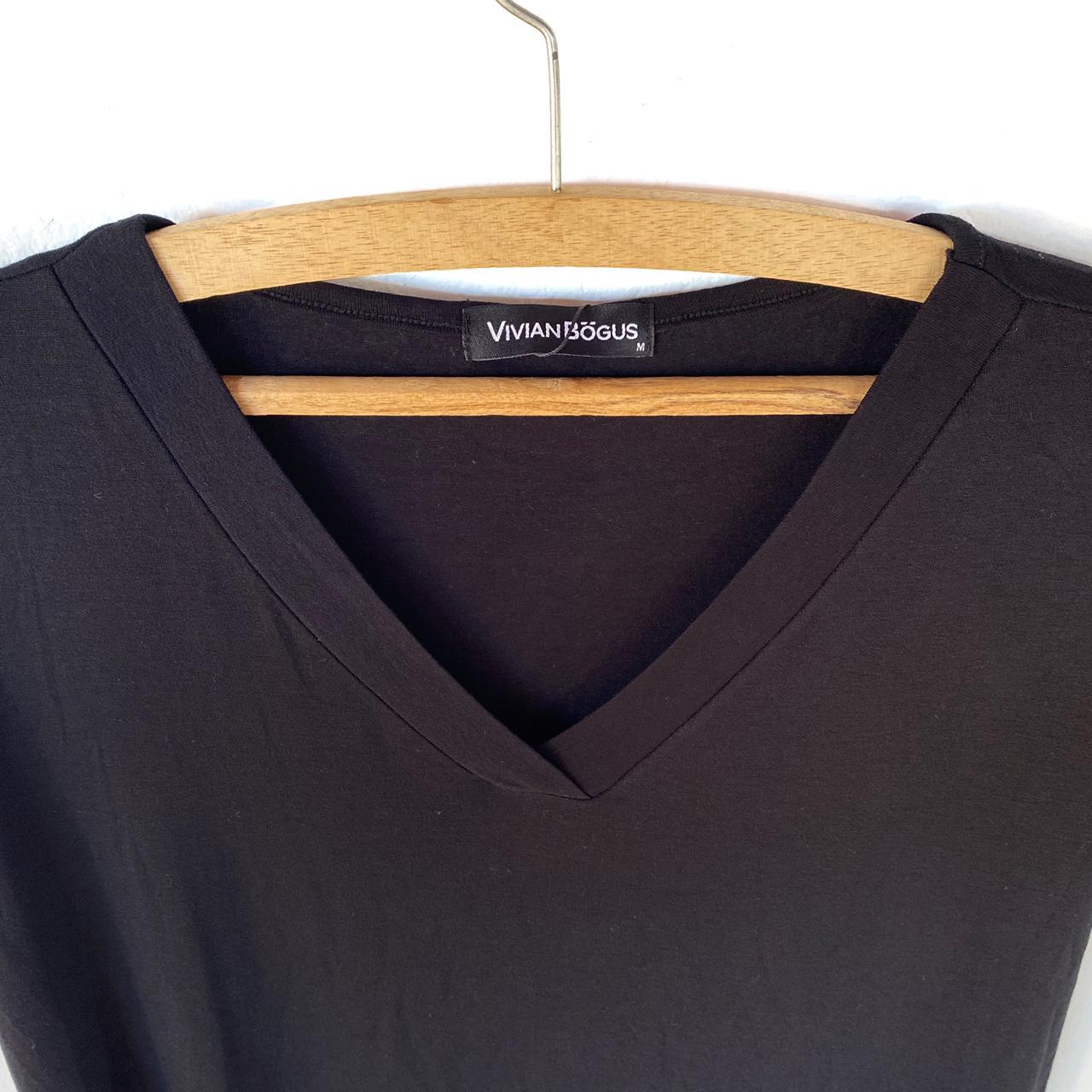 Camiseta V preta  - Vivian Bógus