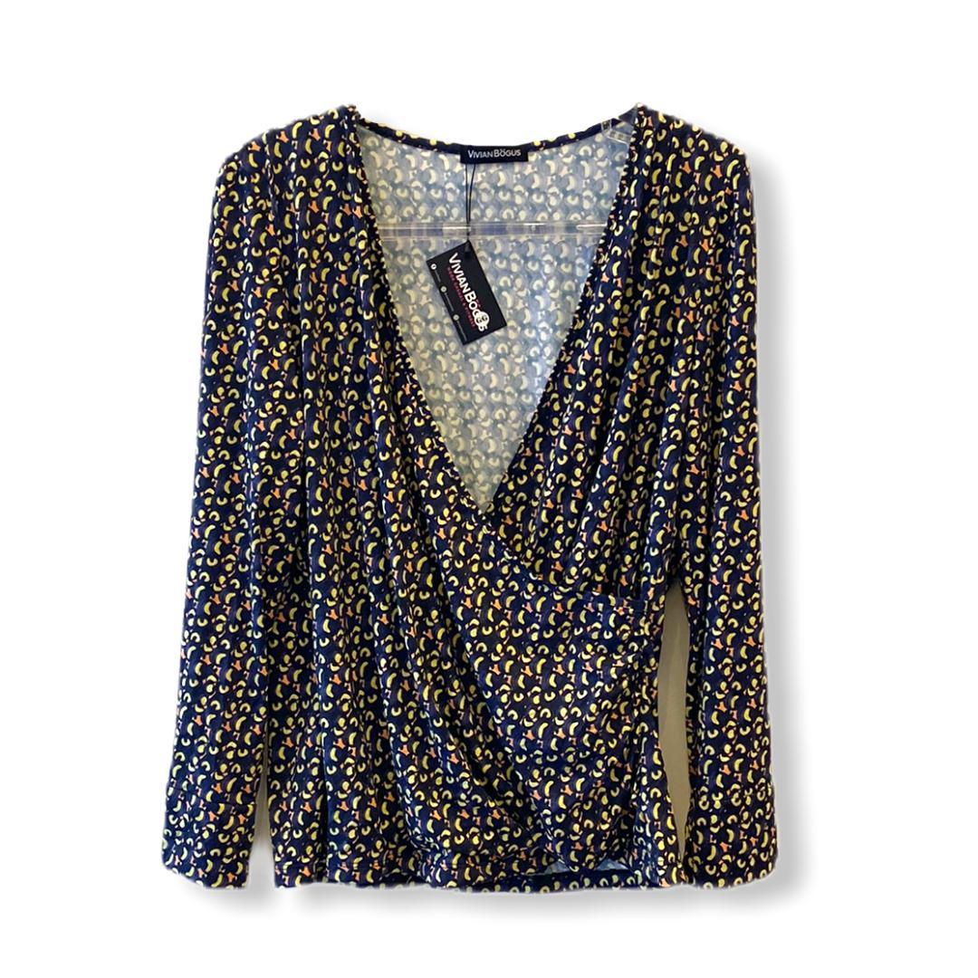 Blusa transpassada em malha fria estampada azul  - Vivian Bógus