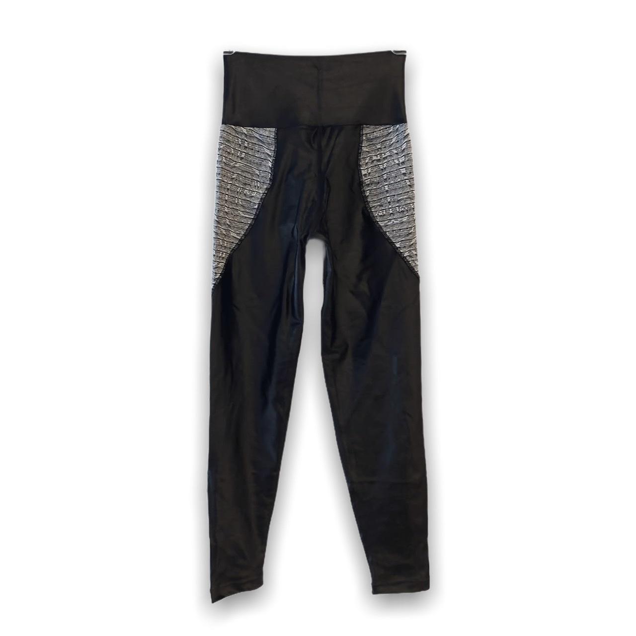Legging bicolor cirrê preta e branco rajado
