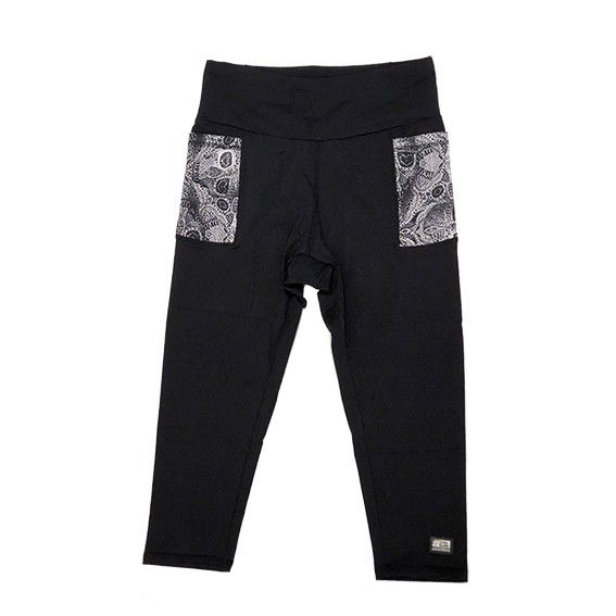 Legging capri em sportiva preto com bolsos laterais estampa caveira renda com bolso ziper atrás