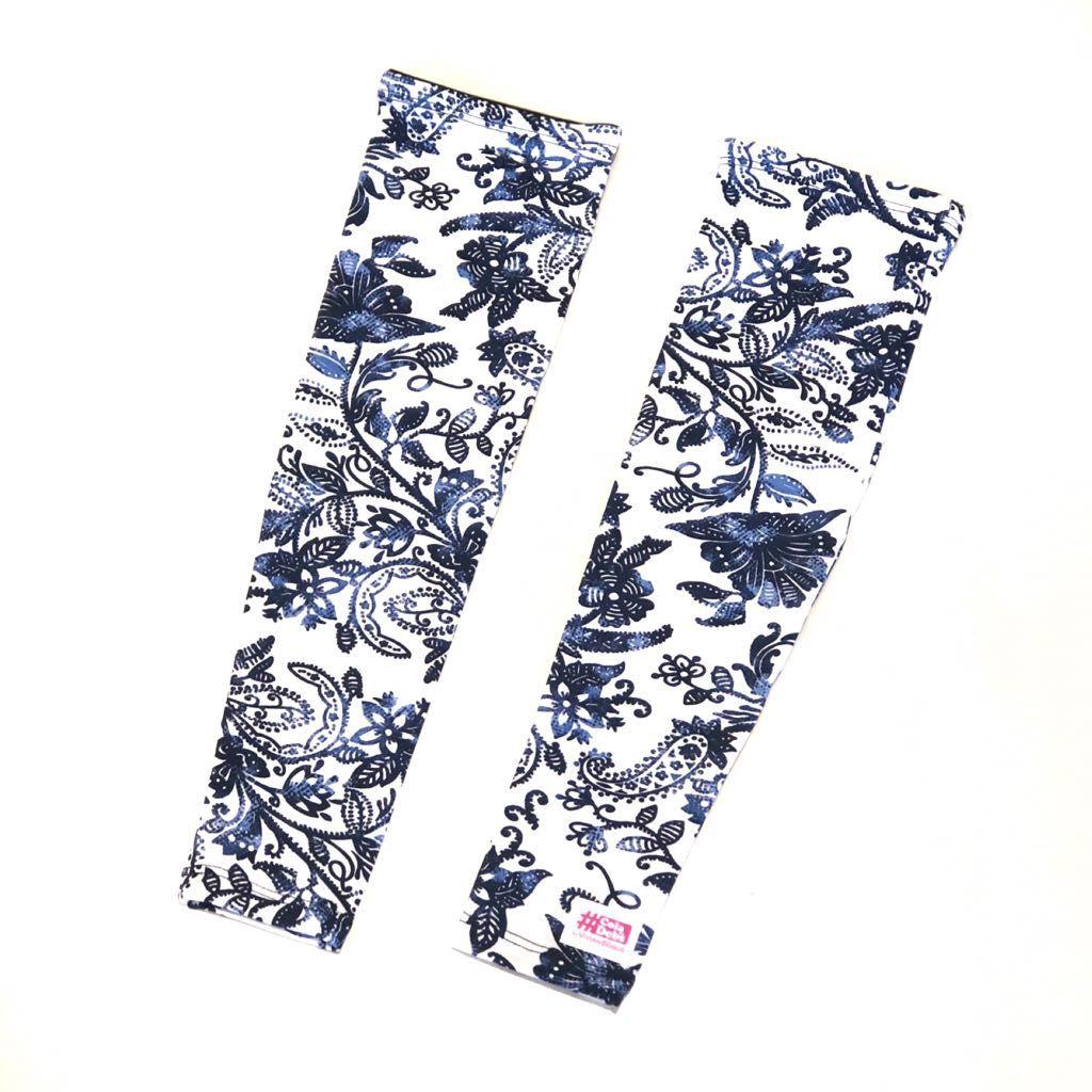 Manguito estampado floral azul e branco