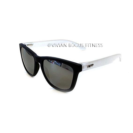 Óculos YOPP preto com haste transparente e lente espelhada   - Vivian Bógus