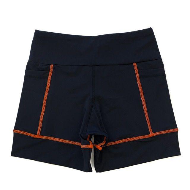 Shorts de compressão 2 bolsos Square em sportiva preto costura laranja  - Vivian Bógus