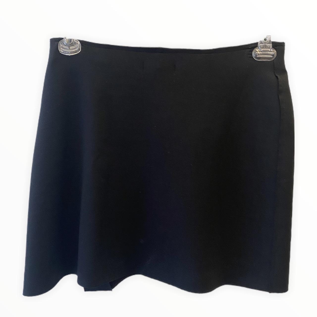 Saia-shorts em neoprene preto com botões metal