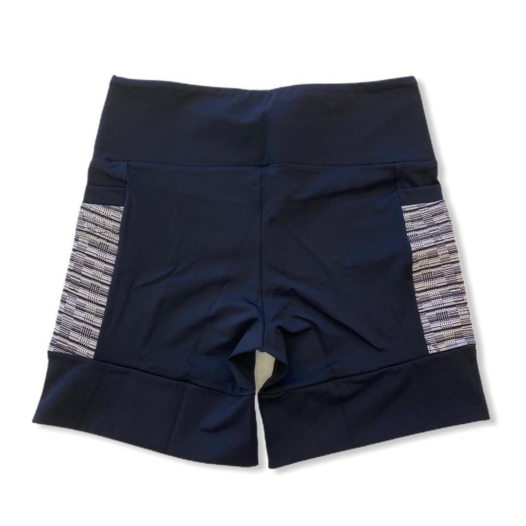 Shorts 4 bolsos em sportiva preto e bolso preto e branco rajado  - Vivian Bógus