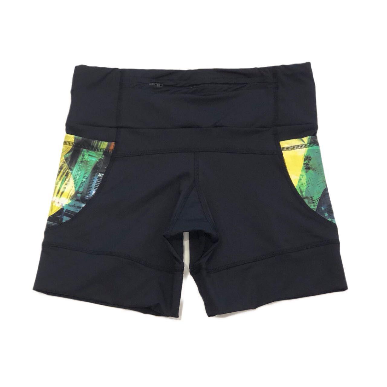 Shorts de compressão 1500 bolsos em compress preto com bolsos laterais estampa Brasil   - Vivian Bógus