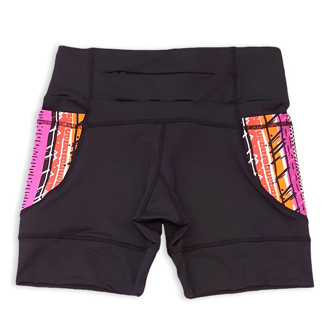 Shorts de compressão 1500 bolsos em compress preto com bolsos laterais estampa Tribal  - Vivian Bógus