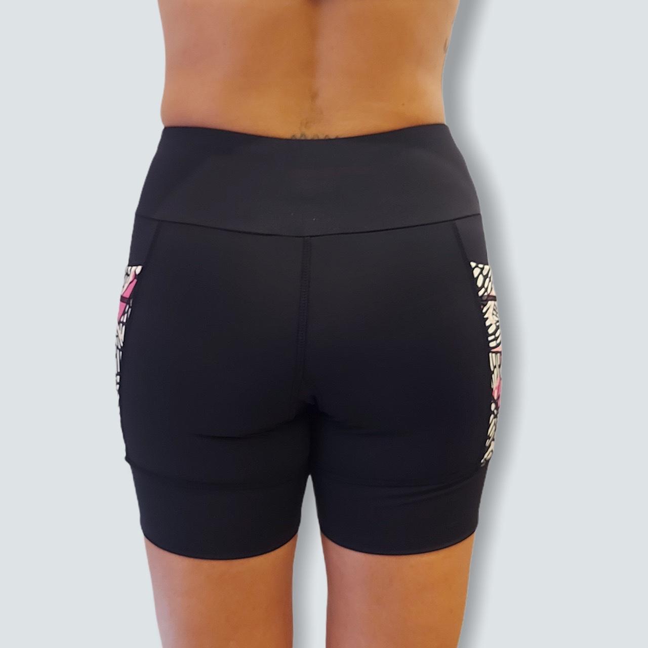 Shorts de compressão 2 bolsos laterais Square em sportiva preto bolsos estampa borboletas  - Vivian Bógus