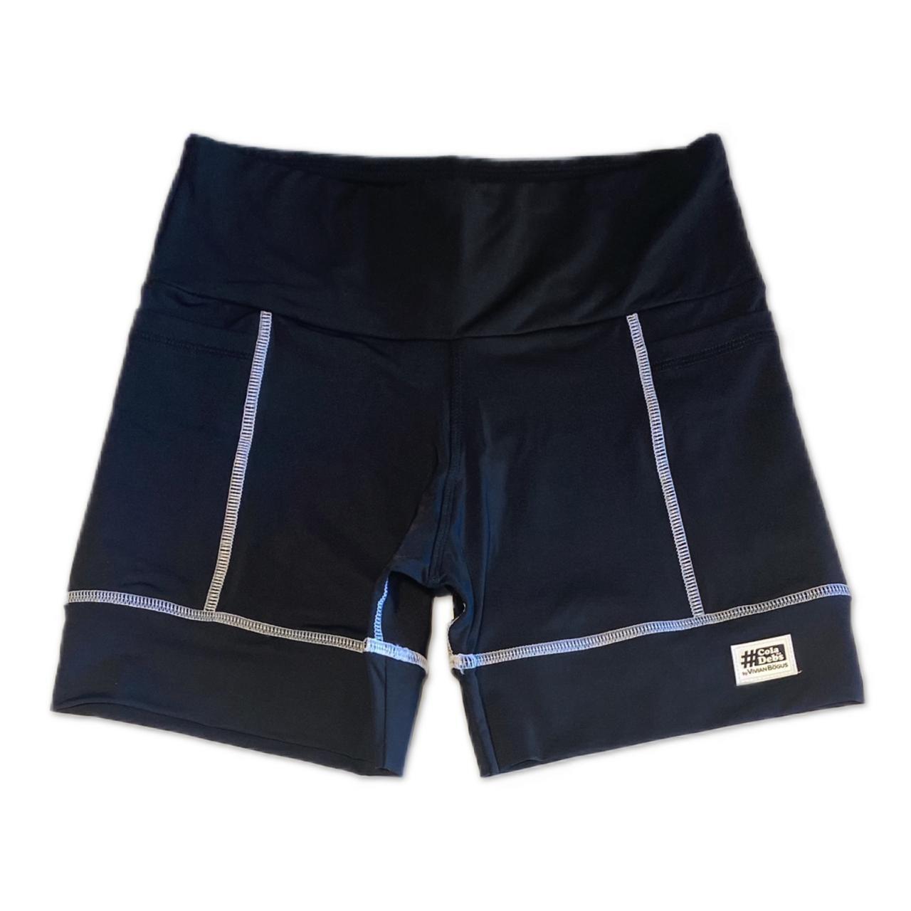 Shorts de compressão 2 bolsos Square em sportiva preto costura branca  - Vivian Bógus