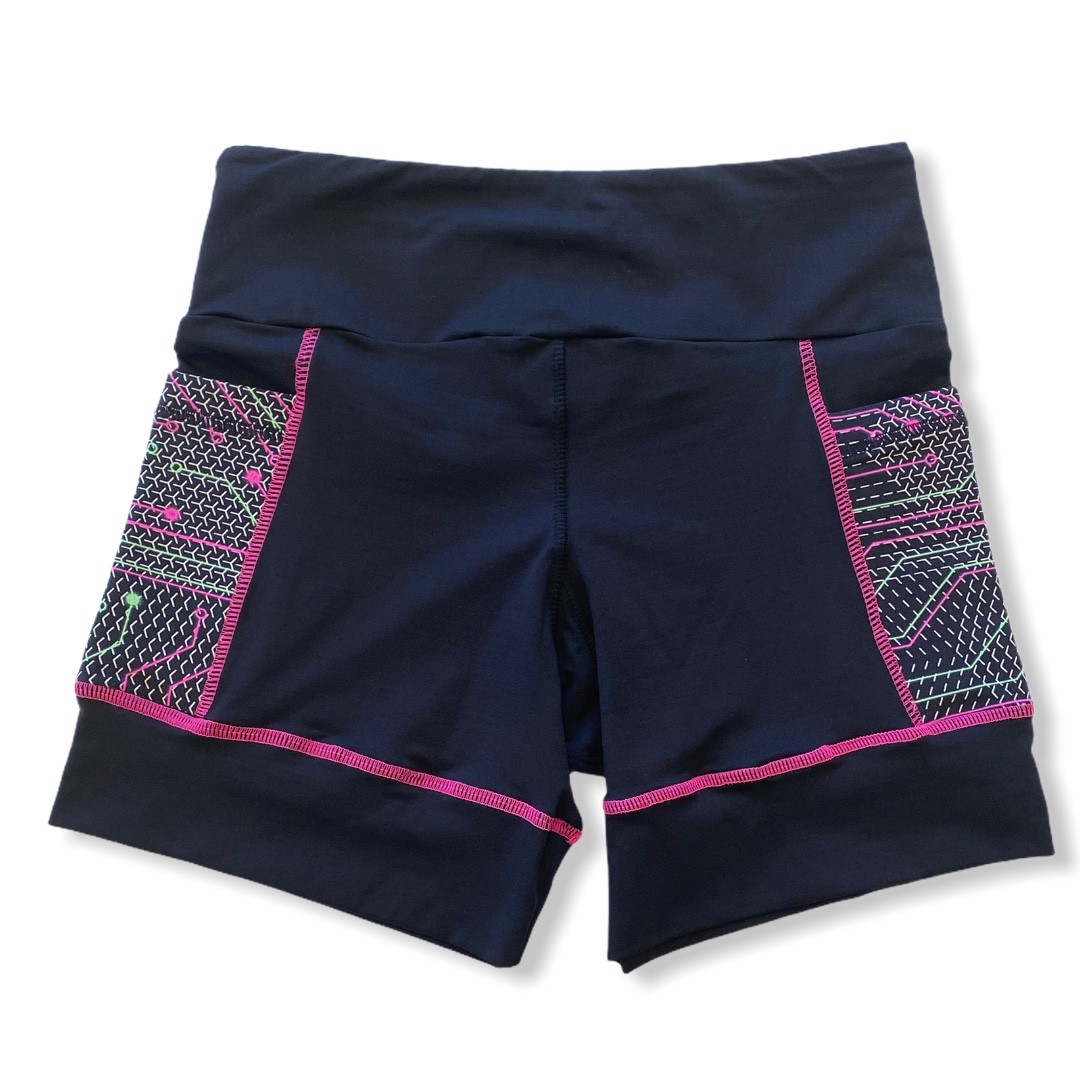 Shorts de compressão ReStart em bodytex com bolsos laterais estampa techpink  - Vivian Bógus