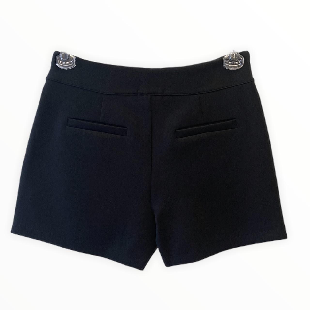 Shorts em neoprene preto com saia sobreposta