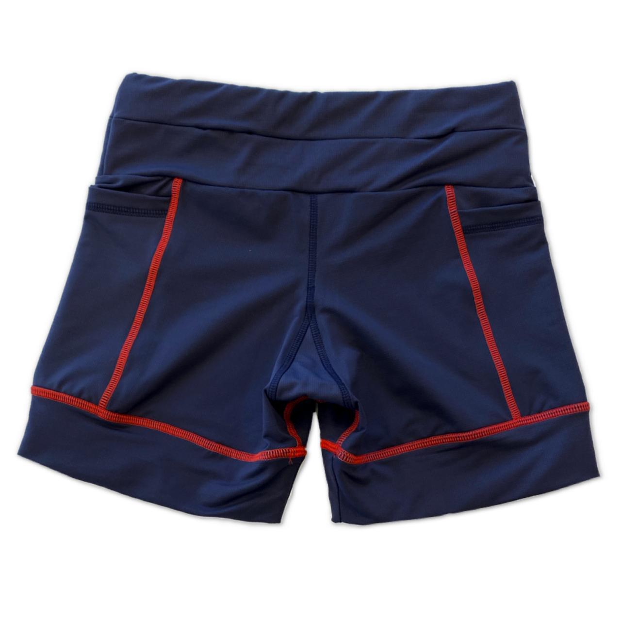 Shorts Multibolsos marinho com costura vermelha em compress  - Vivian Bógus